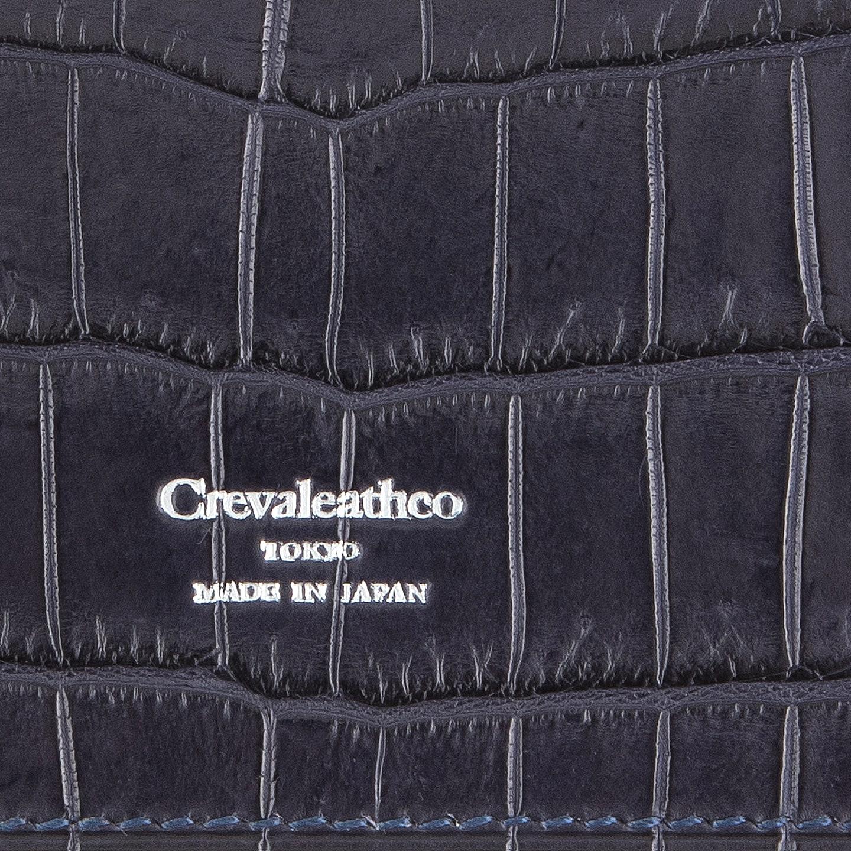 全面に「クロコダイル」を使用 / 銀箔押しの『Crevaleathco』ロゴ