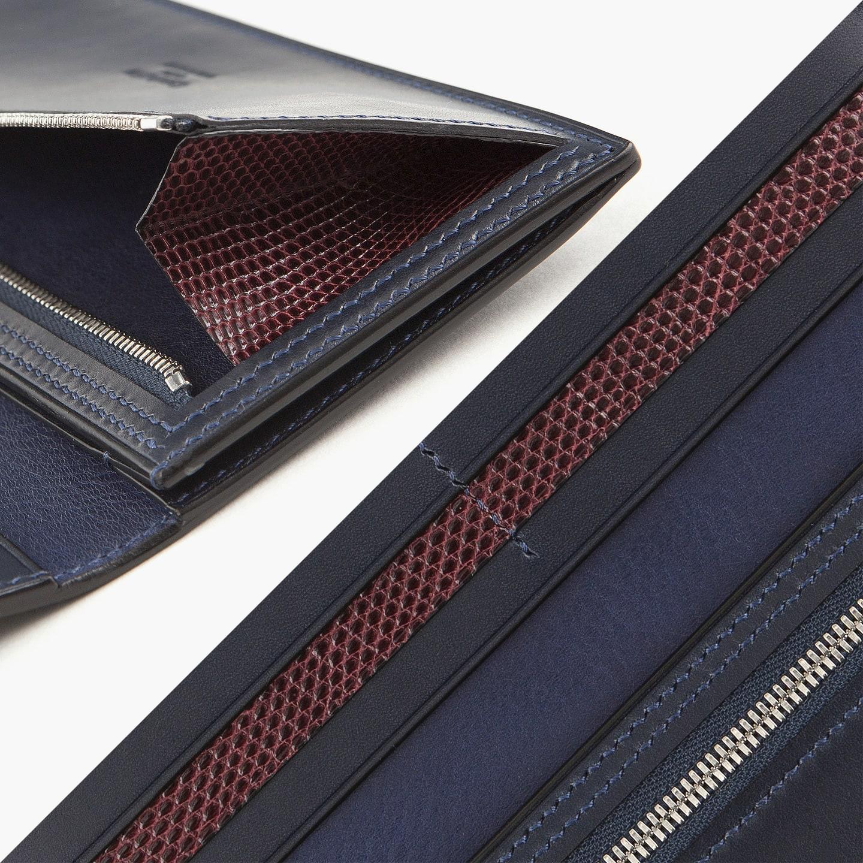 内装のカード段と小銭入れ内部の側面マチには、品位と風格に満ちたトカゲ革「リザード」を使用