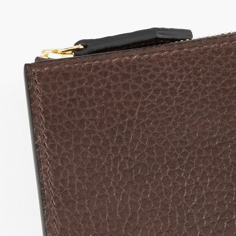 フランスの高級原皮を使用したタンニン鞣し革である、イタリア・コンチェリア800社の「ベルーガ」