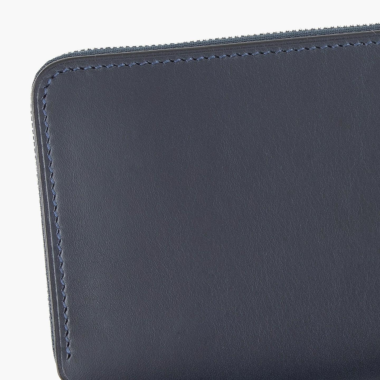 スムースレザー「ブリランテ」を使用したラウンドジップ長財布