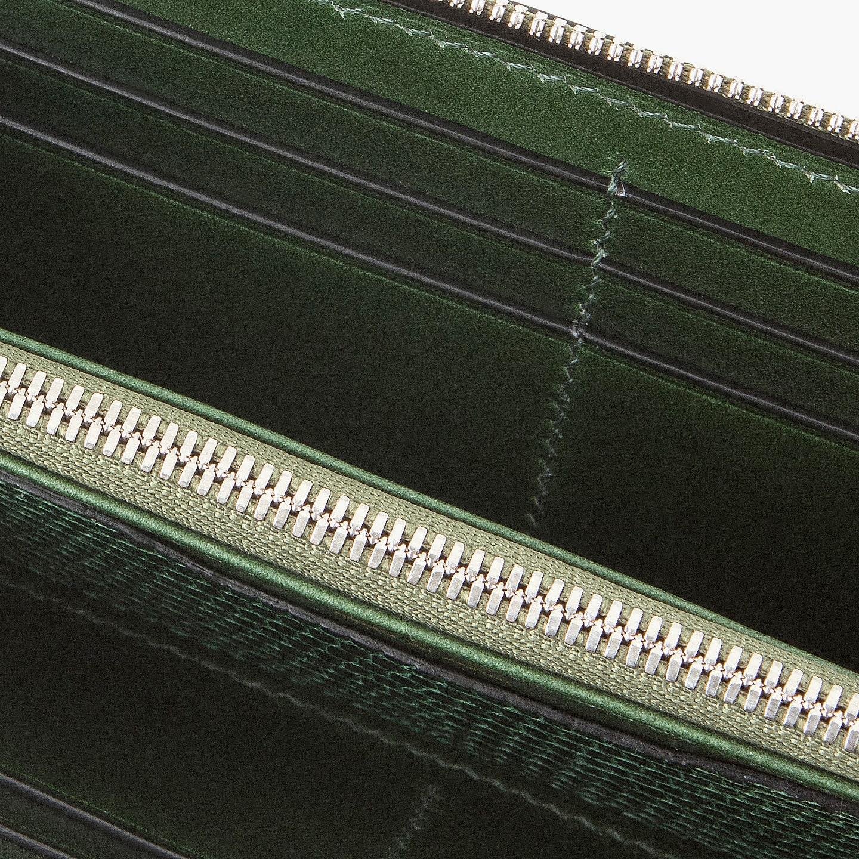 手縫いで仕立てたブリランテ × リザード ラウンドジップ長財布