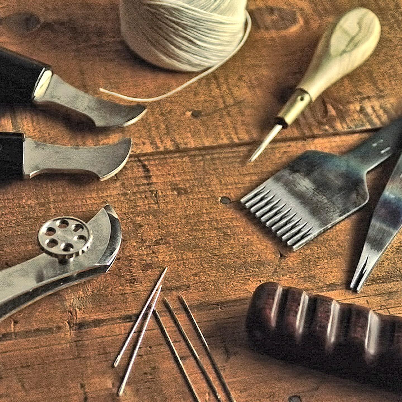 オールハンドステッチ(総手縫い)で仕立てたラウンドジップ長財布