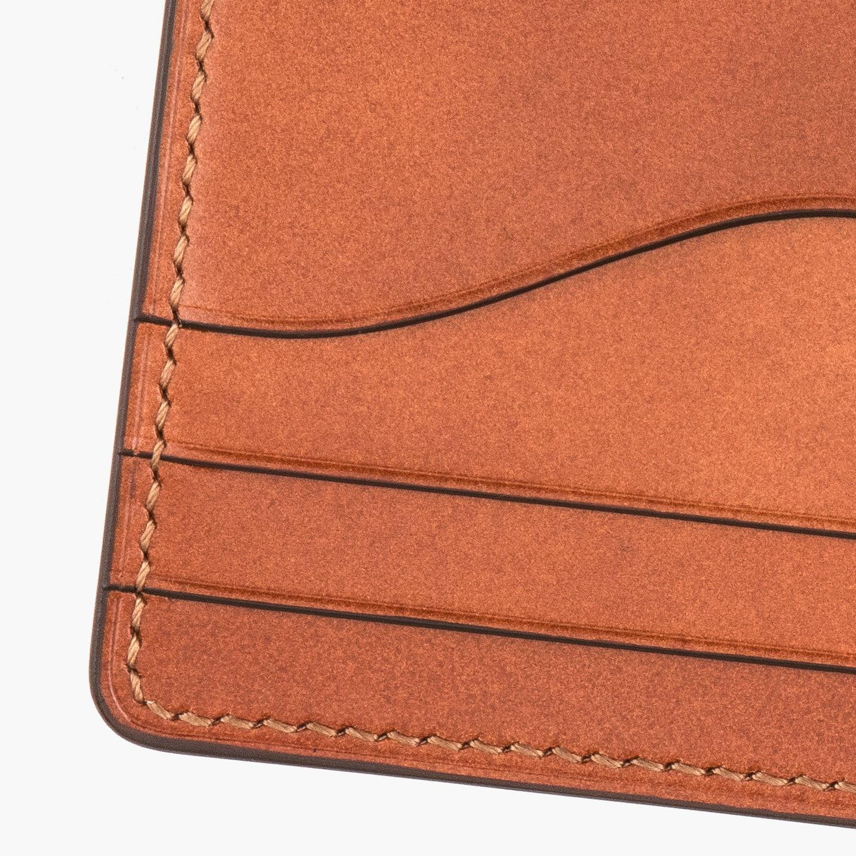 均等なステッチ幅で美しく縫い上げるクレバレスコのコンパクト財布