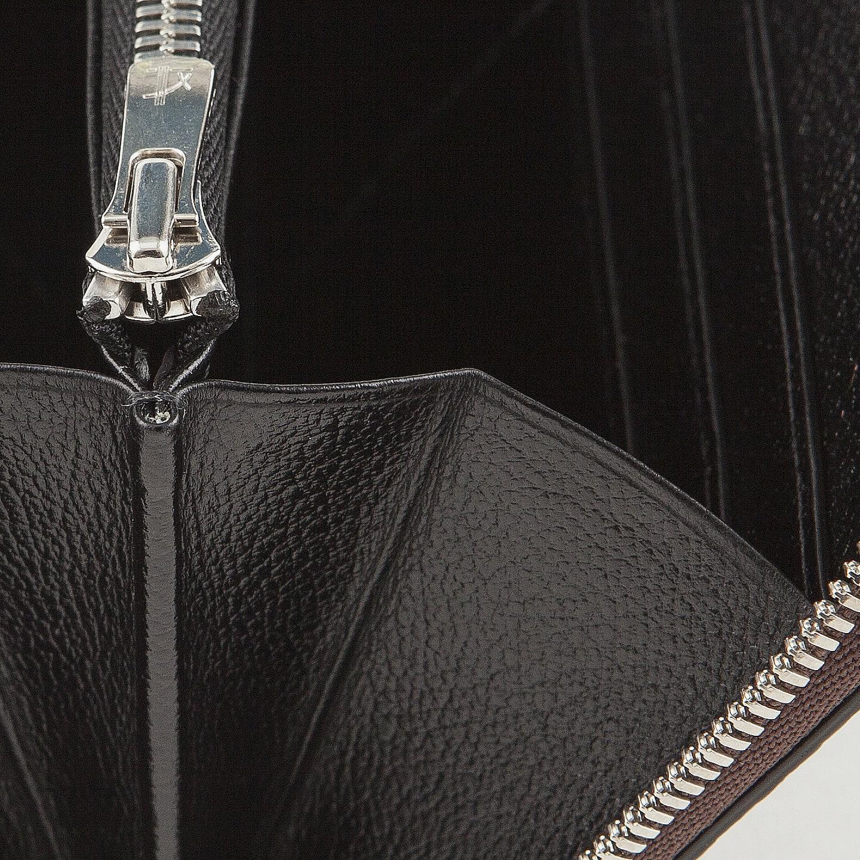 財布の内装には、外装の「リザート」との相性が良い型押しレザーを採用