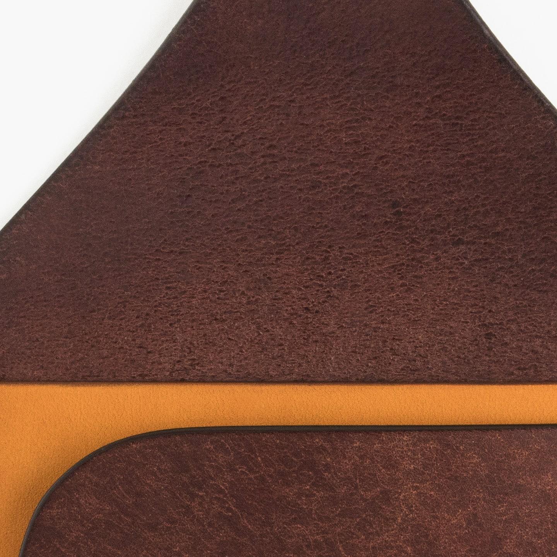 リュテス/フラップ背面の床革仕上げ