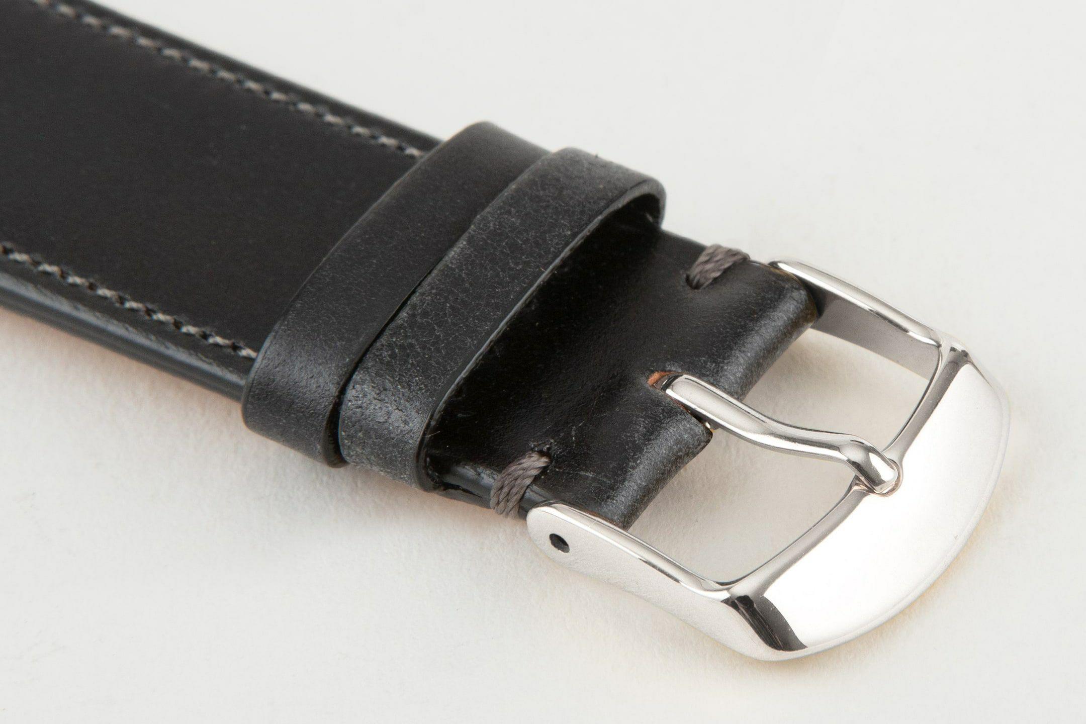 表面:Black / エンドピース&尾錠:Silver