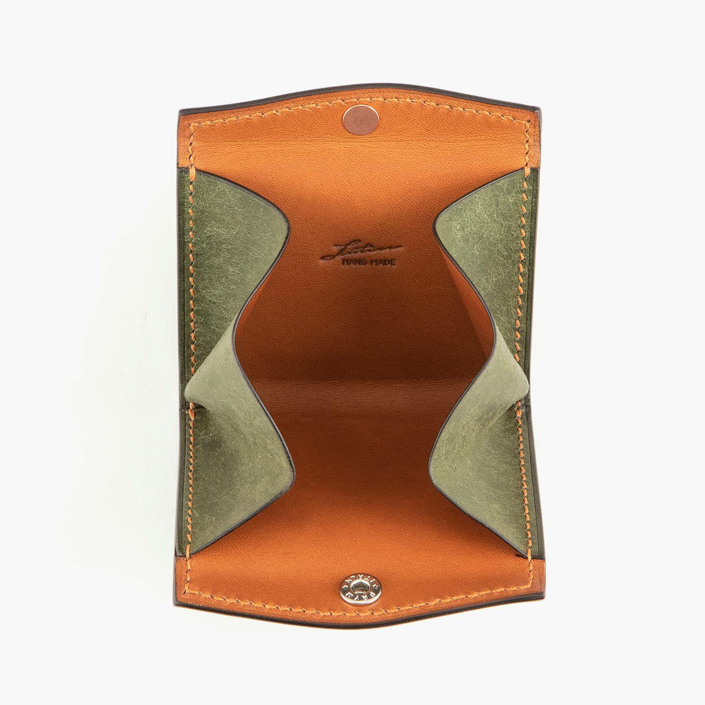 外装(プエブロ):Oliva、内装(リスシオ):Cognac、糸色:Caramel、金具:Silver
