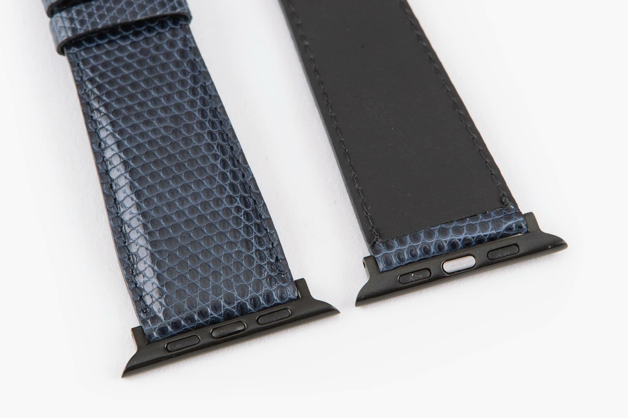 表面:Navy / 裏面:ラバーカーフ / エンドピース&尾錠:Black