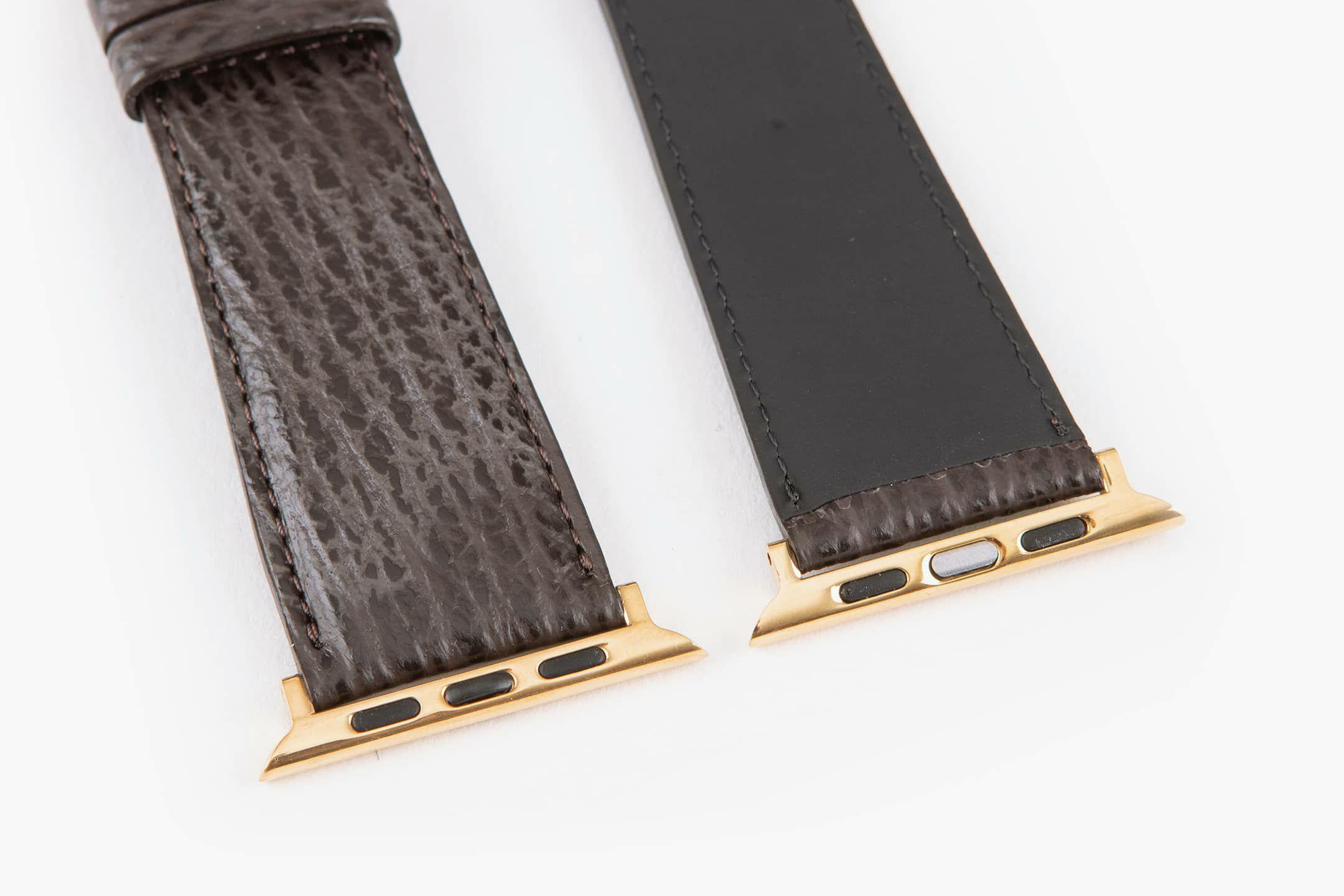表面:Dark Brown / 裏面:ラバーカーフ / エンドピース&尾錠:Gold